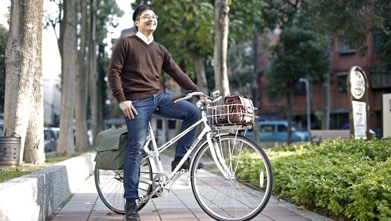 不愛讀書、遊學後愛上英語...他26歲創業代理荷蘭自行車,拚出千萬年營業額