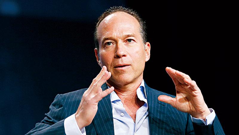 在華爾街,傑納執行長羅森斯坦被視為善於「追殺」無法有效管理企業的核心階層,還會插手改革財務結構與營運機制。