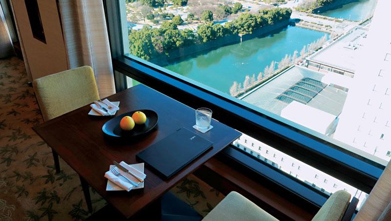 房間外就是皇宮與護城河景觀,氣氛寧靜尊貴。