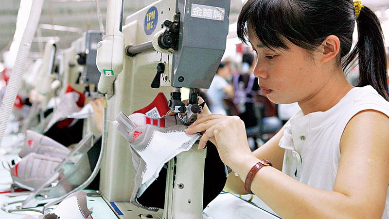 即便跨足無人工廠,阿迪達斯的生產主力仍靠中國完整的供應鏈支撐。