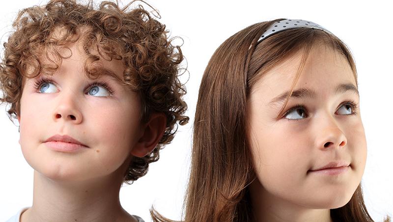 「她捏了葡萄乾!」兩小無猜情竇初開,女孩捏了男孩的乳頭...怎麼教孩子「身體自主權」?