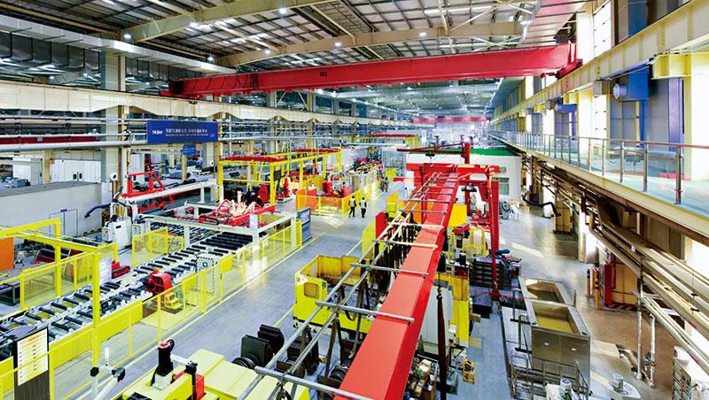 海爾最先進的工廠乾淨明亮,員工稱為創客,顧客意見能立即傳送到製造崗位,能更快生產出符合市場需求的產品。