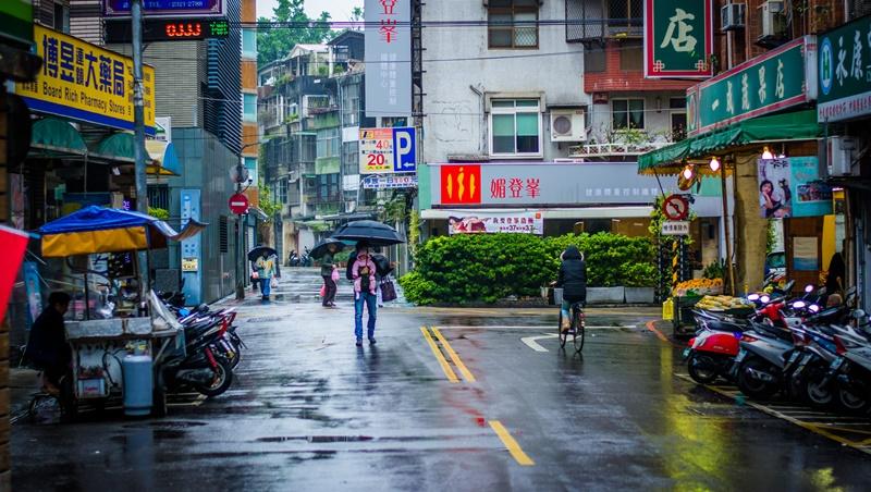 高溫悶熱飆32度,午後全台有雨!母親節恐迎梅雨季