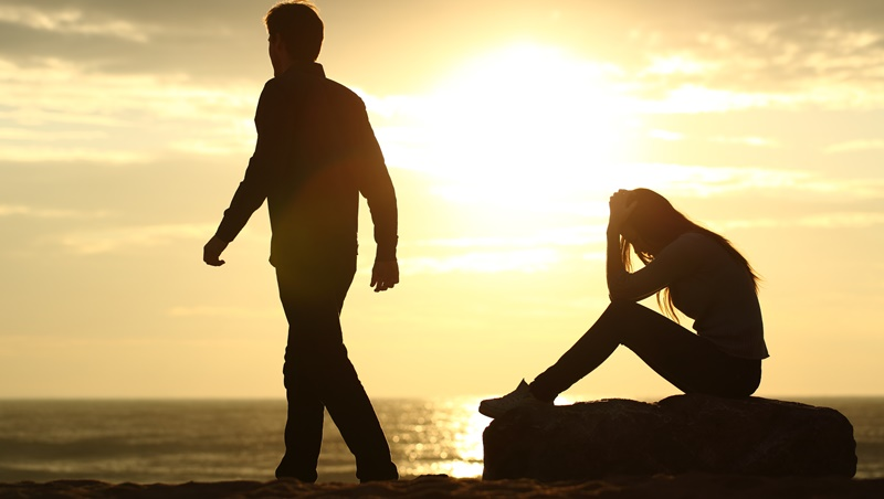 愛情裡你曾給予他的,都無法拿回了...職場如情場:分手後的最好策略「認賠殺出」