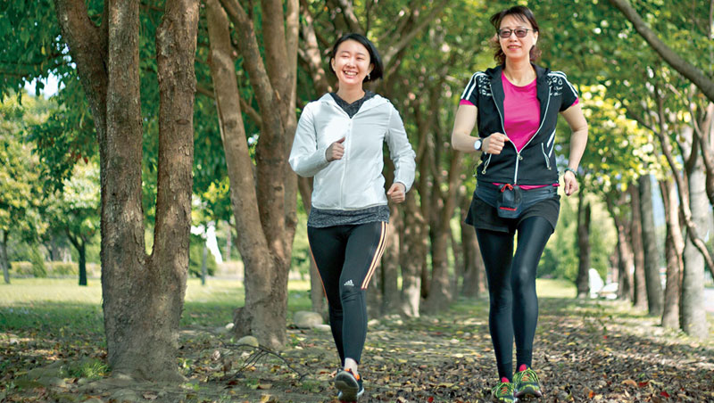 陪伴媽媽養成運動習慣,是最珍貴的健康大禮,最具品質的相處時光。
