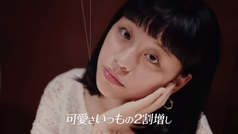 頭歪8度,可愛度立刻提升20%!日本女孩聯誼心機,如何應用在職場中?