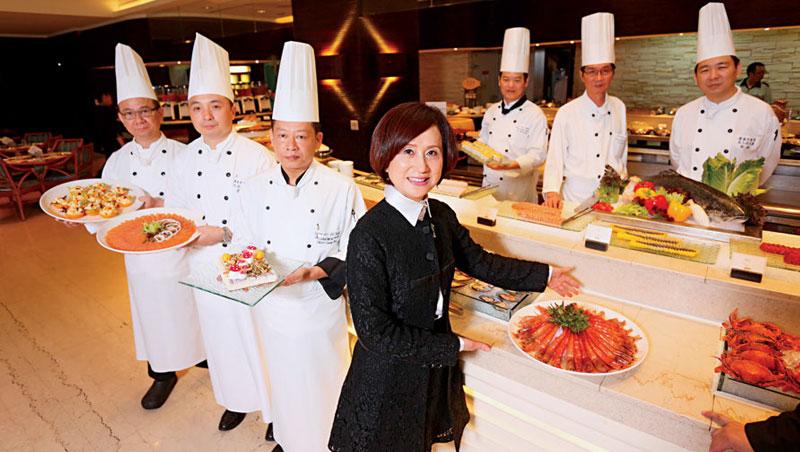 漢來美食總經理 林淑婷(前排中)