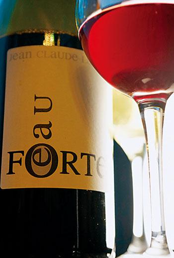 二氧化碳泡皮法釀成的酒顏色淡,澀味不多,而且有著奔放新鮮果香。