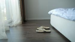 住飯店時,上床後鞋子真的要頭朝外嗎?《通靈少女》本尊索菲亞的真實經歷