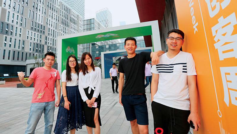 深圳灣廣場.全球創客聚集地。深圳人口平均年齡僅33 歲,鼓勵冒險的風氣,讓這裡成為新一代創業家的逐夢天堂。