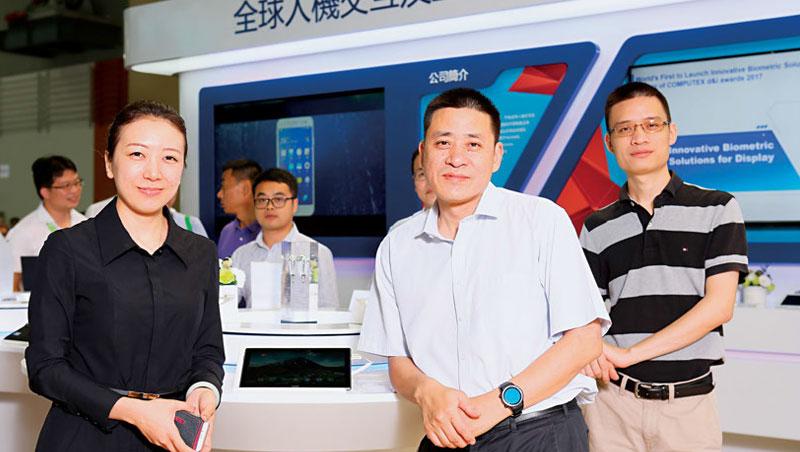 匯頂董事長 張帆(右2)