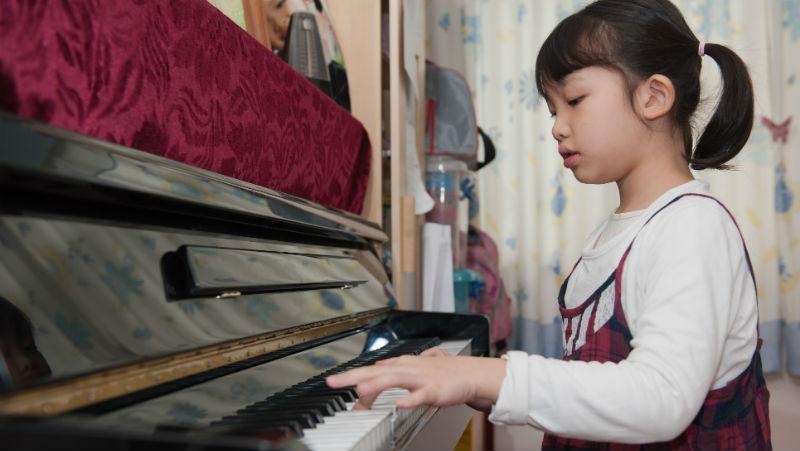 奧數、鋼琴、網球...華人覺得自己的子女很優秀,外國人卻只疑惑:為什麼中國孩子都學一樣的東西?