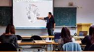 公立教職18% 敲定2年歸零!教授「最傷」 月退大減36%