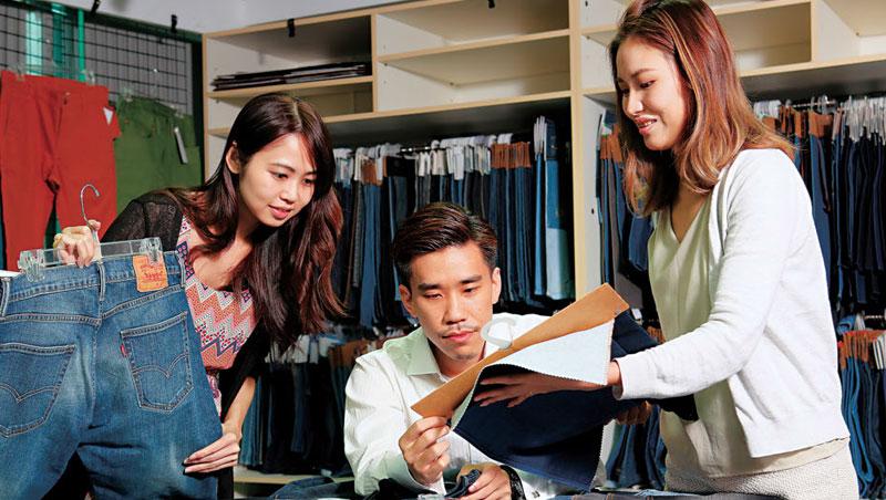在牛仔褲產業變動劇烈、大客戶Levi's營收衰退的情況下,如興卻逆勢購併,即將成為全球最大的牛仔成衣廠。