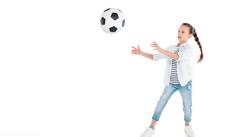 帶女兒上足球課,卻被說應該去學芭蕾...荷蘭爸爸:讓孩子學才藝,不是看性別,是看興趣