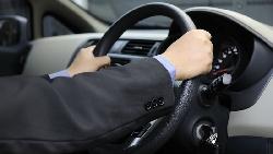 從MARCH換開BMW...40歲副理升處長、連英文都變好,絕對不要小看名車對男人的影響力