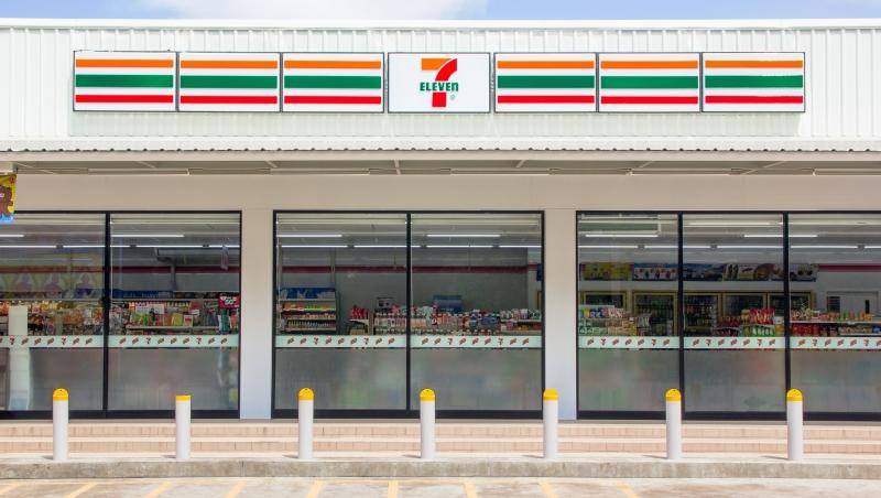 收水電費、包裹、賣咖啡...超商店員太血汗!日韓7-11、全家「自動化」,確認付款才開門