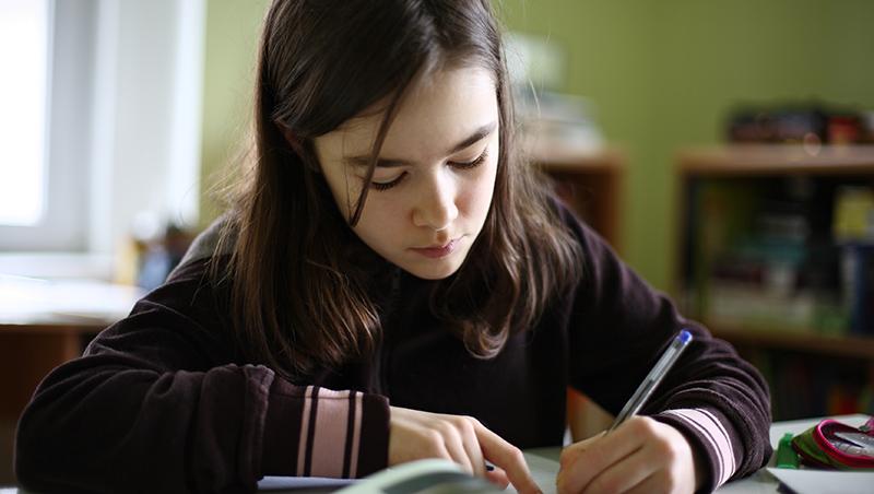 10歲之後,我跟孩子的功課說掰掰:寫功課,是孩子的事;寫得對不對,是小孩跟老師的事