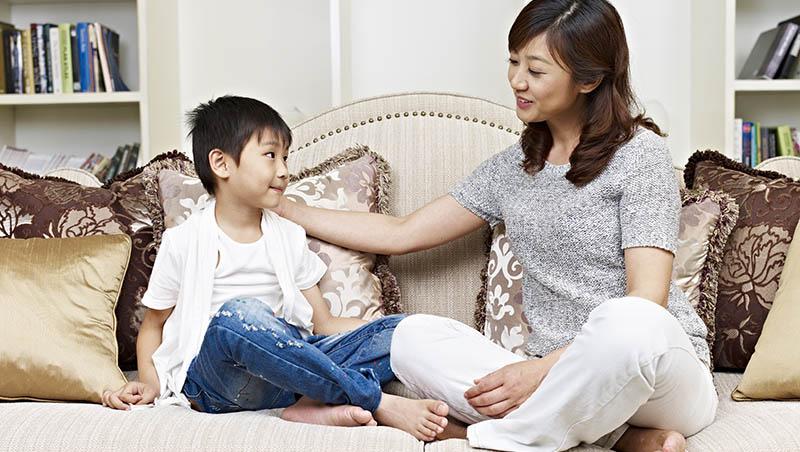 給父母的8大教戰守則:你首先是父母,其次才是朋友,沒有權威的父母無法教導小孩對錯
