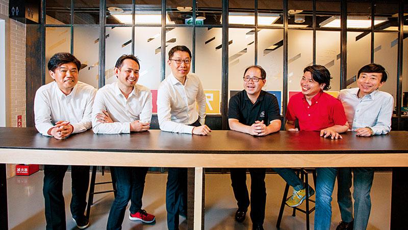 走進三創育成中心,郭守正(左3)和來自大阪、福岡商界、新創業的亞洲新創聯盟代表齊聚一堂,就是為了商討合作大計。