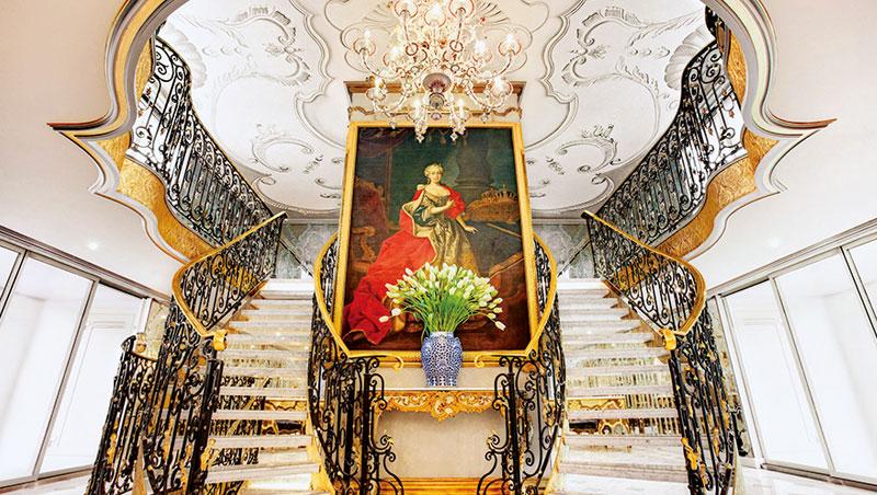逢瑪麗亞‧特蕾莎300歲冥誕,寰宇河輪以同名河輪向女皇致敬。這艘船行駛於多瑙河,行經過往被哈布斯堡王朝統治的流域,特別有歷史感。