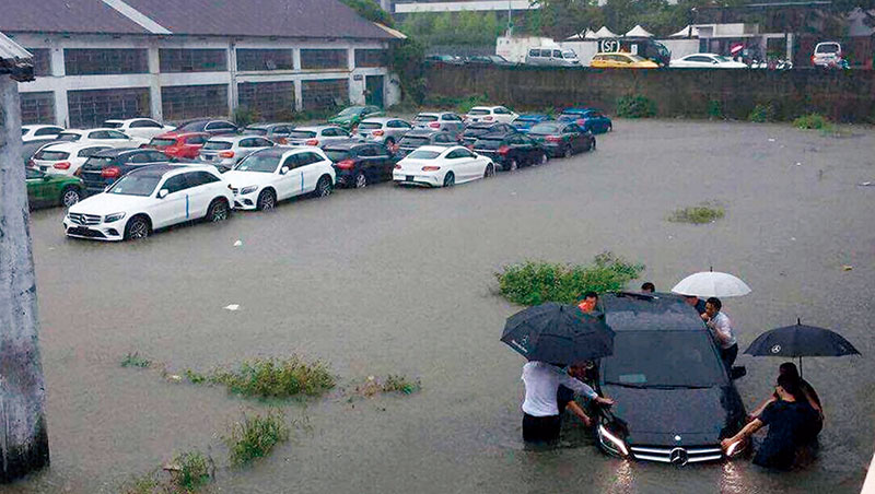 這場梅雨造成都市大淹水,車道變水道,除了雨量實在太大之外,都市建築物、道路過多也是阻礙排水的主因。