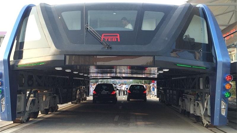 「中國人對創新太寬容!」治堵神器「ㄇ字型巴士」一年就被拆光,5個原因告訴你背後根本是場大騙局
