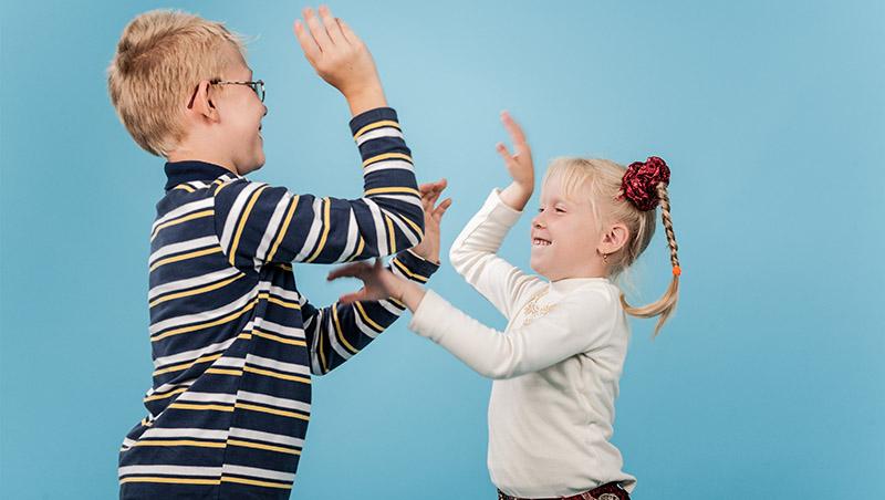 手足之間永遠無法公平!教養專家王宏哲:別太早介入手足衝突,父母需要關鍵5招