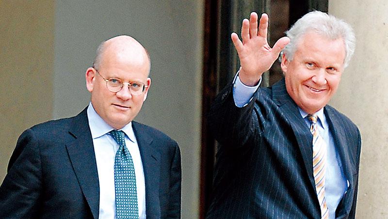 伊梅特(右)把脫離低谷的奇異交給佛蘭納瑞(左)卻評價平平。