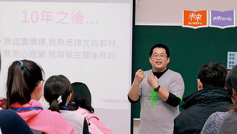 「夢的N次方」計畫、10萬老師跟隨!》一個偏鄉熱血老師,掀起台灣史上最大教師學習浪潮!連新加坡、教育部長都來聽課