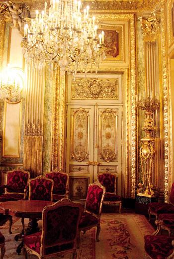 在汪麗琴心目中,拿破崙三世廳這般氣派而不俗氣,既豐富又有層次的裝飾,只有法國人才辦得到。
