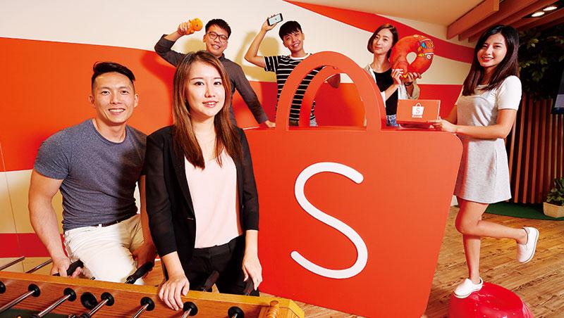 蝦皮行銷總監楊晨欣(前左2)表示,目前員工平均年齡約26 至28 歲,組織人力年輕無包袱,有利創新。
