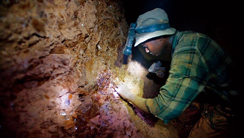 東非國家坦尚尼亞境內蘊藏50餘種礦石,其中,金剛石、金礦和寶石是具有世界級藏量的優勢礦種。