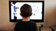 家裡不該有電視?心理師告訴你:讓孩子看電視的好處是...