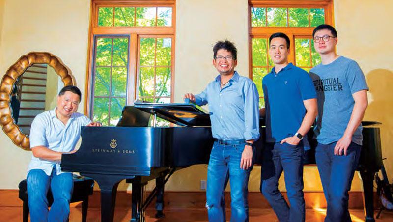 《商業周刊》採訪四位「矽谷台灣幫」的創投家。他們曾跟微博、騰訊合作開發手機, 有人把公司團隊賣給臉書、Google,更有人創造全球第一個銷售超過十億美元遊戲的紀錄。