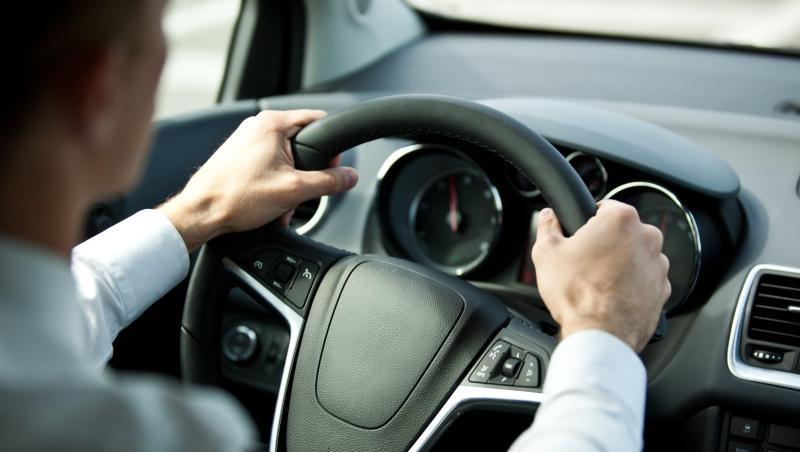 開車對人有害!50萬人研究證實:開超過2小時,就會損害大腦、降低智商