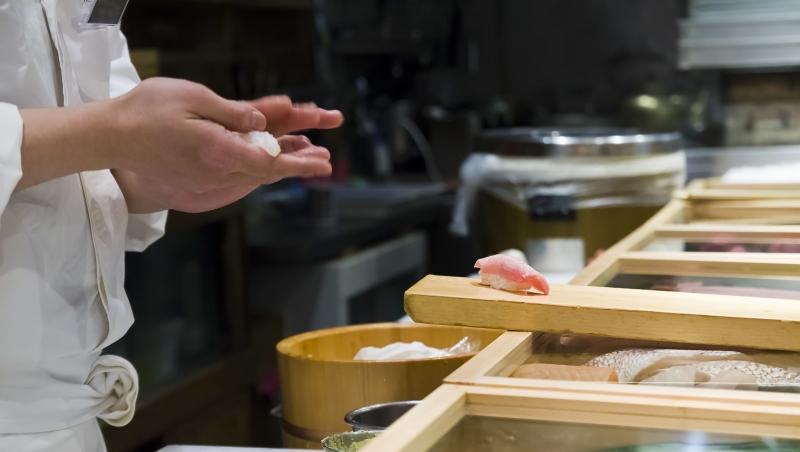 日本壽司師傅,就算「綁腰帶」這種小事也慎重;台灣學生寫報告,上網cpoy照貼連字型都懶改