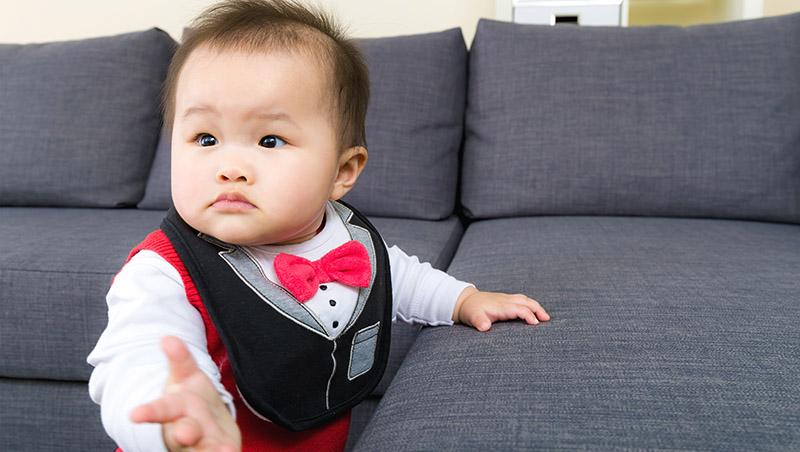 兒子9個月還坐不穩、不會爬...是「大雞慢啼」,還是應該接受早療?兒童職能治療師這麼說