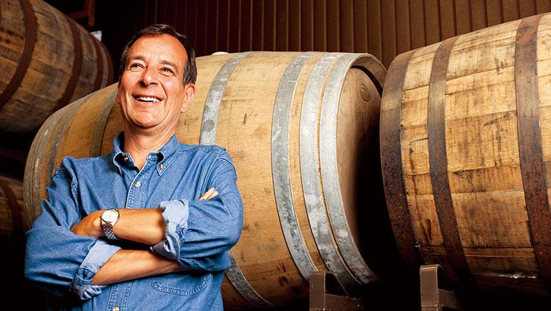 三十三年前,當精釀啤酒仍止於自家廚房大小的生意時,三十五歲的庫克(Jim Koch)辭掉波士頓顧問集團的金飯碗,創立波士頓啤酒公司。