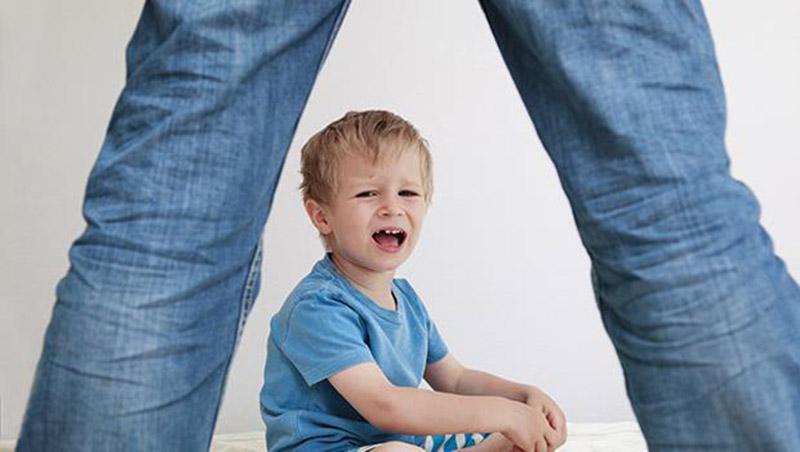 我還不是被打大的!一個虎爸「放下鞭子」的告白:孩子找藉口、怪別人、愛脫罪,讓我痛定思痛不打小孩