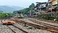 「幹嘛浪費錢去中南部蓋鐵道!」前瞻計畫只是白花錢,拯救台灣經濟更省錢的方法是...