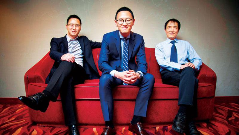 數字王國董事會新增軟銀中國創投合夥人宋安瀾(右)出任非執行董事,而讓軟銀中國下投資決定的關鍵人物,就是數字王國行政總裁謝安(中)。