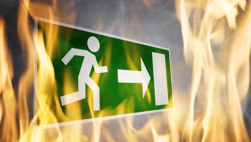 英國倫敦格蘭菲爾大樓火災》火場求生的每一種方法,都只有一個核心:避開濃煙!