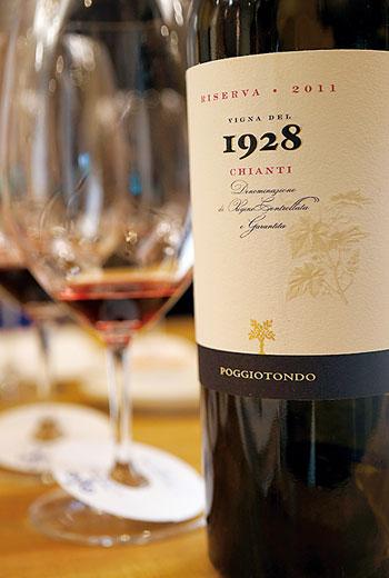 奇揚替(Chianti)多石灰岩地質,傳統出產鮮美多酸,適合佐餐的紅酒,但也產結實耐久的紅酒。