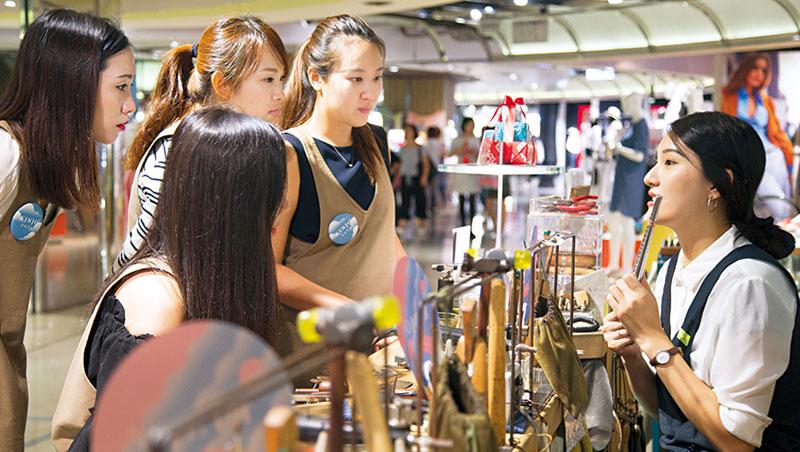 京站推手作戒指DIY 體驗,連日本人都慕名而來。
