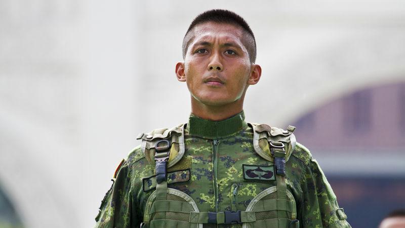 「不緊張」可以練習》上班族學起來,軍隊值星官靠「做小抄」這一招搞定長官
