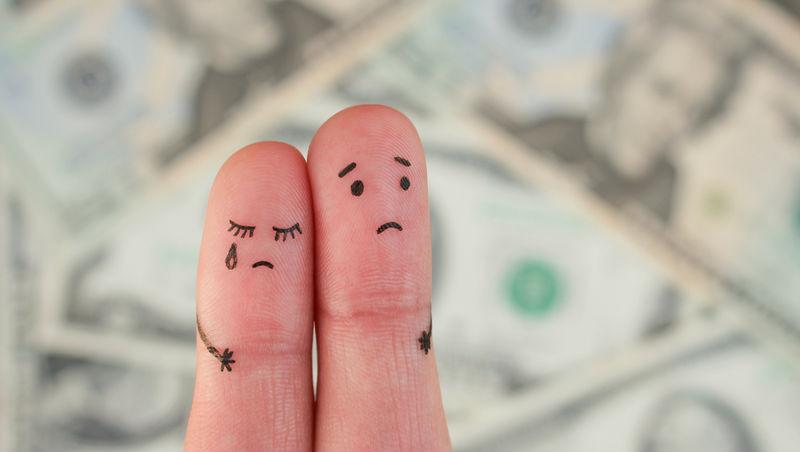 夫妻月入10萬也只能吃土!台灣有多少家庭正在「吃老本」,不要算,你會怕...