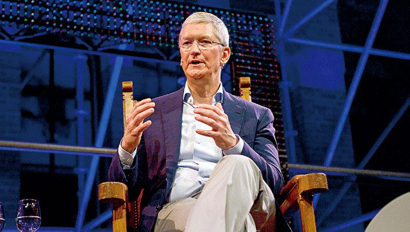 近期,蘋果執行長庫克在公開場合宣揚擴增實境技術「會像智慧型手機一樣重要。」
