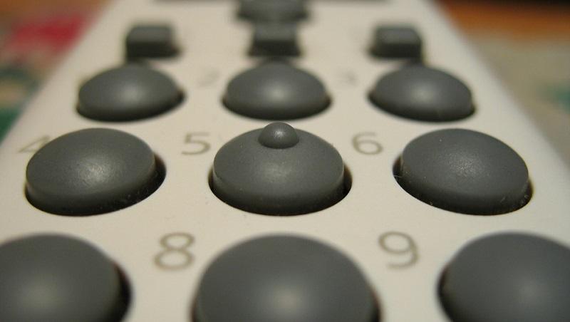 理想的電視遙控器,該有幾顆按鍵?你的答案,會決定你有沒有年輕腦!