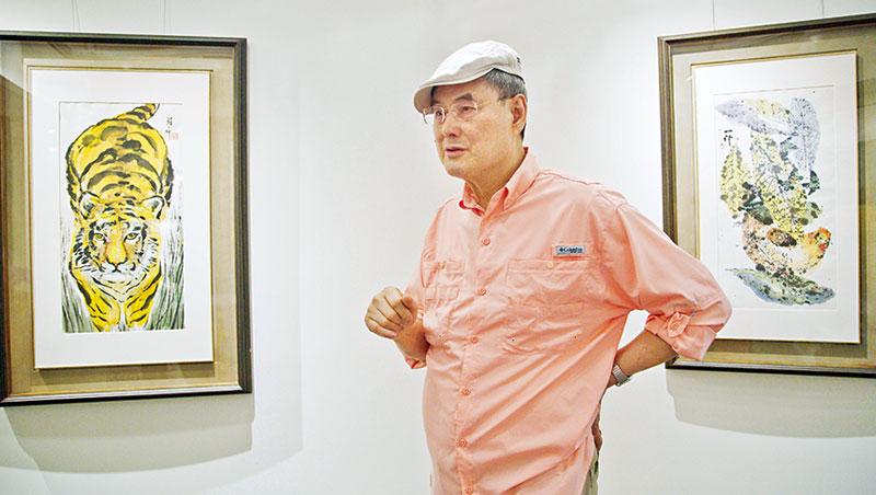 和泰興業總部猶如一間畫廊,隨處可見蘇一仲畫作,年輕時與藝術擦身而過,如今久別重逢,他眉飛色舞的訴說著每件作品背後那些活色生香的故事。